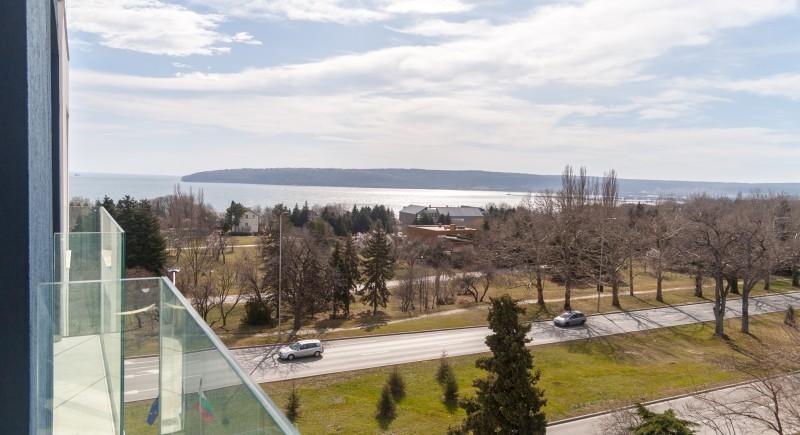 Луксозно Студио - изглед от балконите