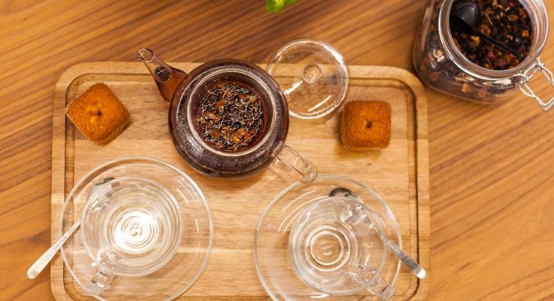 Домашен чай сервиран за двама