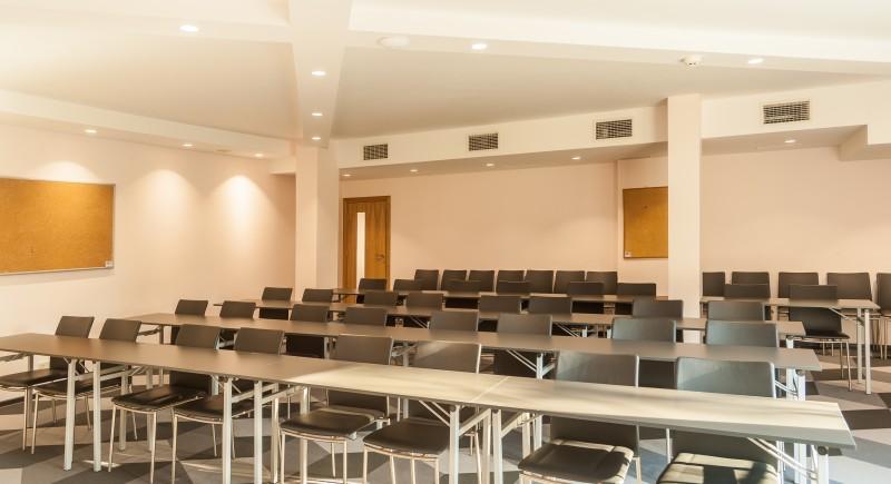 Конгресна Зала - подредба ' Класна стая'