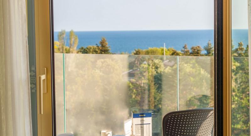 Апартамент - тераса, масичка със столчета