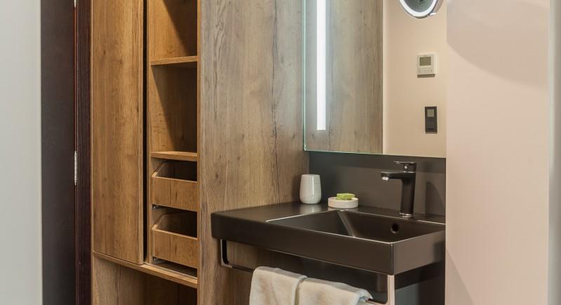 Стандартна двойна стая - дрешник и зона за освежаване