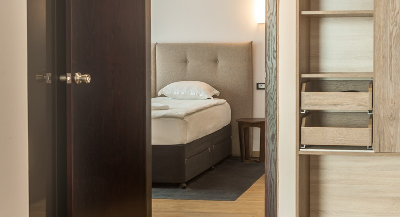 Апартамент - преходна врата