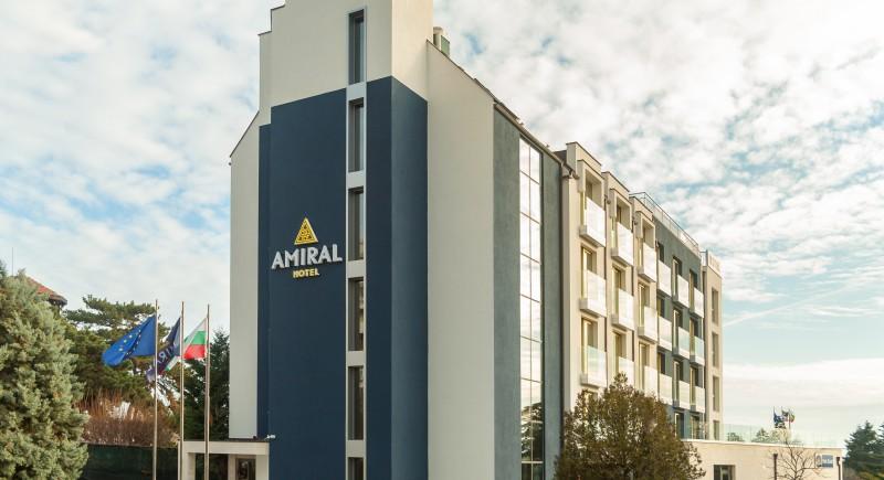 Главен вход - Хотел Амирал Варна